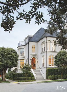 A 1915 Home With Golden Gate Views Gets A New Life – Luxe Interiors + Design – Interior Design Trends Dream House Exterior, Dream House Plans, House Exteriors, Style At Home, Exterior Design, Interior And Exterior, Luxury Homes Exterior, Exterior Paint, Paint Your House
