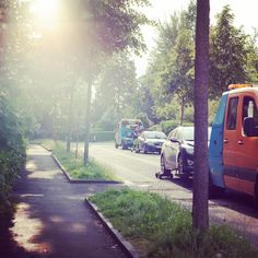 Parken in #Linz ... #parking #igerslinz #traffic #linzpictures #goodmorning #froschberg #polizei #police #verkehr #carlovers #cars #towing #tow #money #euros #potd #upperaustria #breaking