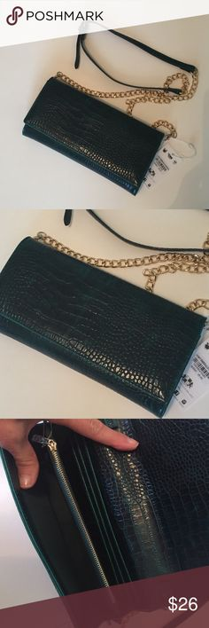"""🆕 Hunter green faux croc purse Beautiful purse in faux leather croc in dark hunter green. Inside has 4 card slots, 1 bill slot, 2 sections for essentials, zippered pouch on front and in center. Roomy enough for a phone, cash and other essentials. Magnetic snap closure. Gold chain and faux leather strap to work as a cross body. Measures 9"""" x 5"""", strap is  48"""" long. Urban Expressions Bags Crossbody Bags"""