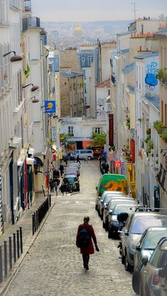 Dans la rue  Montmartre - Paris Montmartre Another artistic center of Paris. There's a lot of art around and you'll find shops and artists on the streets throughout the area. This is where artists and writers like Hemingway spent their time. The streets are quiet and beautiful to wander around. The church in the area offers a great view of the city and is a great place to have lunch.