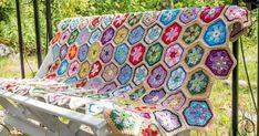 Mormorsrutor behöver inte vara just rutor. De här är sexkantiga, fyllda med blommor och hopsatta till en riktigt glad filt.