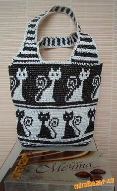 Tapestry Crochet: bag with cat pattern Crochet Shell Stitch, Knit Or Crochet, Crochet Crafts, Crochet Hooks, Irish Crochet, Chat Crochet, Crochet Handbags, Crochet Purses, Crochet Bags