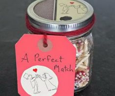 A cute, easy, cheap, sweet DIY wedding favor, or a sweet little gift to give to the married couple along with cash. Sense and Simplicity: Mason Jar Matchbox Mason Jar Crafts, Mason Jar Diy, Inexpensive Wedding Gifts, Recycling Projects For Kids, Diy Projects, Project Ideas, Mason Jar Wedding Favors, Wedding Favours, Easy Diy Gifts