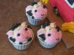 Cow Cupcakes by Dippidee, via Flickr