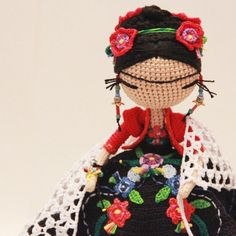 Frida kahlo amigurumi crochet art doll because we love to see new art created for and inspired by the queen of contemporary and surreal Mexican art