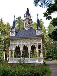 Ruusulinnan paviljonki (PAvilion of 'Rose Castle') Aulanko, Finland Helsinki, Beautiful Buildings, Beautiful Places, Moomin House, Sacred Heart Cathedral, She Sheds, Norway, Gazebo, Castle