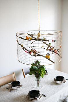 Versand weltweit! Licht funktioniert auf der ganzen Welt mit lokalen E26 oder E27 Glühbirne! Eine Herde von gefälschten Vögel sitzen um eine Glühbirne, Kupfer ihre kleinen Körper ausgestattet mit Federn – so lebensecht, Sie erwarten würden, zwitschert aus dem Netz hören Käfig. Wir haben diese