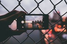 Metafoto: foto de una foto tomada con el móvil para enseñar la perspectiva real