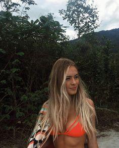 hippie hair 635007616189528764 - Best Ideas For Hair Beach Style Casual Source by Casual Hairstyles, Pretty Hairstyles, Hair Inspo, Hair Inspiration, Blonde Hair Looks, Beach Blonde Hair, Beach Hair Color, Long Beach Hair, Brown Beach Hair