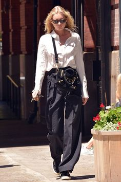 Model-off-duty Elsa Hosk made heads turn in her masculine-inspired ensemble. The ultra-cool look consists of a white button-down shirt, a mini Balenciaga crossbody bag, high-waisted trousers and Superga sneakers. Fashion Models, Fashion Outfits, Fashion Trends, Fasion, Fashion Women, Balenciaga Mini City, Winter Typ, Pantalon Large, Elsa Hosk