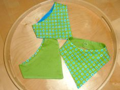 how to DIY dribble bibs for your baby. Easy tutorial with a FREE pattern!