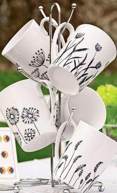 Fantastic Snap Shots pottery mugs designs Suggestions Tassen Pottery Mugs, Ceramic Pottery, Pottery Art, Pottery Ideas, Hand Painted Mugs, Hand Painted Pottery, Diy Mugs, Diy Sharpie Mug, Diy Becher