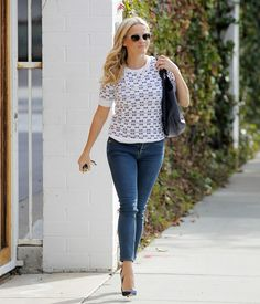 reese-witherspoon-in-tight-jeans-out-in-los-angeles-01-22-2016_17.jpg (1200×1402)