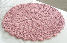 crochet placemat ~ No pattern ~ Pinned for inspiration.: