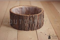 Round wooden bowls made with real tree bark Small 28cm dia and 11 cm tall (11 dia 4.3 tall) Medium 33cm dia and 15 cm tall (13 dia 6 tall) Large 40cm