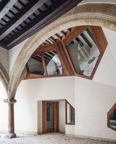 Casal Balaguer Cultural Centre / Flores Prats Architects