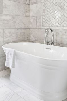 The Serafina™ Freestanding tub