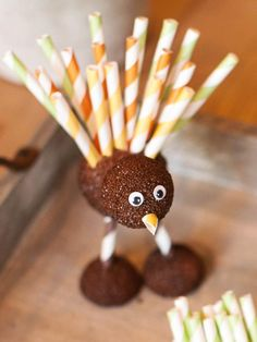 Kids' #Thanksgiving crafts:  foam & straw turkey.