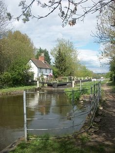 Hungerford, Berkshire. Pretty Canal scene. A picture of: Hungerford, Berkshire