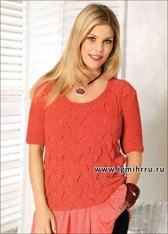 Для дам приятной округлости. Летний пуловер кораллового цвета с ажурным фантазийным узором. Спицы