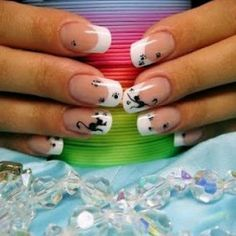 Love the travelling cat look of these nails. I'm thinking a good thing for my toes.