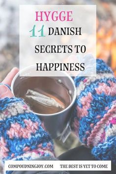 hygge: 11 danish secrets to happiness. hygge is the danish secret to happiness. Be cozy, together with family and friends, warm, content, and grateful. hygge home inspiration Hygge: 11 Danish Secrets to Happiness Konmari, Slow Living, Mindful Living, Danish Hygge, Hugge Danish, What Is Hygge, Danish Words, Modern Outdoor Kitchen, Hygge Life