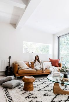 Carla Oates, the founder of The Beauty Chef, has let us inside her jaw-dropping Bondi home, which she renovated with her husband in Home Living Room, Living Room Designs, Living Room Furniture, Living Room Decor, Living Area, Dining Room, Noguchi Coffee Table, Coffee Table Rug, Coffee Mugs
