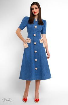 Slim-fit denim dress decorated with cotton ribbon. Round neck. Short tucked sleeves. Side pockets decorated with fixed designer handmade bows. Back zip closure.