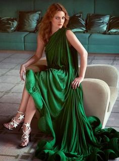 A redhead Drew Barrymore in green gown
