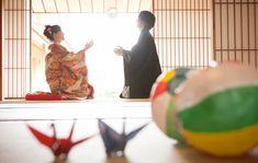 晴天の中での素敵な和装前撮り撮影:写真1 Wedding Couple Photos, Wedding Images, Wedding Couples, Wedding Cards, Traditional Wedding Attire, Photoshoot Concept, Wedding Kimono, Japanese Wedding, Bridal Photoshoot