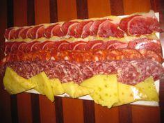 Tabla de ibéricos en LA ALAMEDA en Chiclana de la Frontera (abril 2012) Sausage, Bacon, Spaces, Meat, Breakfast, Food, Cooking, Morning Coffee, Sausages