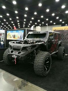 Now these are my overall fav off-road vehicles. I love this style of jeep more b… Now these are my overall fav off-road vehicles. I love this style of jeep more beautiful than the Hummer! Jeep Wranglers, Jeep Jk, Jeep Truck 2018, Custom Jeep, Custom Trucks, Jeep Wrangler Custom, Jeep Carros, Hors Route, Luxury Sports Cars