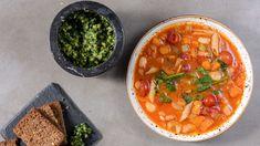 Minestronesuppe med valnøttpesto – NRK Mat – Oppskrifter og inspirasjon Bolognese, Chana Masala, Thai Red Curry, Pesto, Stew, Lamb, Main Dishes, Veggies, Vegan