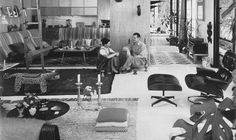 (D) Wonderful picture of Eames' Home with his famous Lounge Chair & Ottoman #UneSource