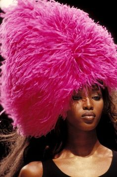 80s-90s-supermodels:    Chanel S/S 1994Model : Naomi Campbell