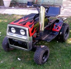 How to Make a Racing Lawn Mower Updated Tool ideas Don't you struggle with keeping Lawn Mower Cover, Custom Rat Rods, Small Tractors, Lawn Tractors, Diy Go Kart, Tractor Pulling, Riding Lawn Mowers, Vintage Trucks, Share Photos