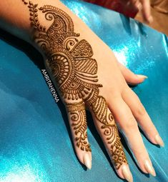 Modern Henna Designs, Mehndi Designs Book, Back Hand Mehndi Designs, Mehndi Designs For Girls, Mehndi Designs For Beginners, Dulhan Mehndi Designs, Wedding Mehndi Designs, Mehndi Designs For Fingers, Mehndi Design Pictures