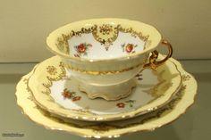 Trio chávena Chá e Prato Bolo Amarela porcelana  da Vista Alegre 1947. cv