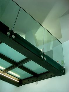 glass bridge - Google Search Balcony Glass Design, Glass Balcony, Glass Walkway, Glass Bridge, Interior Stairs, Home Interior Design, Walking On Glass, Glass Structure, Stair Detail