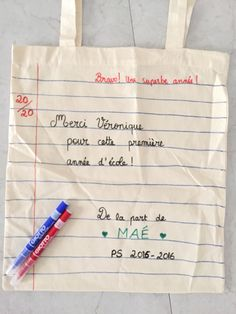 {DIY} Le tote bag spécial maîtresse! Tote Bag Maitresse, Diy Cadeau Maitresse, Diy Couture Cadeau, Cute Mothers Day Gifts, Le Tote, Bff Birthday Gift, Diy Bags Purses, First Fathers Day, Nurse Gifts