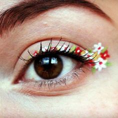 Is floral eyeliner the new flower crown? Get inspired with these GORGEOUS floral eyeliner looks and try it for yourself! Simple Eyeliner, Perfect Eyeliner, Best Eyeliner, Eyeliner Looks, How To Apply Eyeliner, Perfect Eyes, Thick Eyeliner, Winged Eyeliner, Pink Eye Makeup