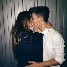 Tu y yo tenemos unos besos pendientes, haber cuando me los das