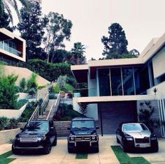 Range Rover, Mercedes and Rolls Royce - style, power and masculinity, everything a man wants in his cars. SUV cars cars vehicles cars and vehicles Bentley Continental, Rolls Royce, Dream Cars, My Dream Car, Dream Team, Super Yachts, Luxury Cars, Luxury Homes, Luxury Estate