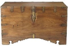 Campaign trunk with carved feet! this one is really interesting.