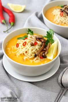 Spicy Thai Pumpkin Soup with Ramen Noodles. This spicy Thai pumpkin soup recipe ticks all the boxes – it's warming, filling and has a spicy kick to it without being over-powering. Spicy Thai pumpkin soup with ramen noodles and some pan-roasted mushrooms. Ramen Recipes, Healthy Soup Recipes, Chili Recipes, Recipies, Spicy Thai, Spicy Soup, Spicy Rice, Vegetarian Soup, Vegetarian Cooking
