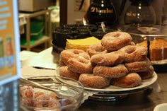 Maailman suurimmalla soraharjulla sijaitseva Pyynikin näkötorni on tunnettu paitsi hienoista maisemistaan yli Tampereen myös makoisista munkeistaan. #tampere #finland Finland Travel, Helsinki, Donuts, Pastries, Desserts, Muffins, Cookies, Food, Decor