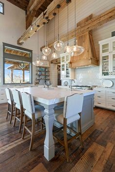 Farmhouse kitchen style will be perfect idea if you want to have family gathering in your kitchen during meal time Farmhouse Style Kitchen, Modern Farmhouse Kitchens, Home Decor Kitchen, Home Kitchens, Texas Farmhouse, Kitchen Ideas, Farmhouse Ideas, Rustic Kitchen, Rustic Farmhouse
