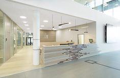 Farstad Shipping ASA - Atrium design by Iark. Scandinavian Office, Scandinavian Design, Info Desk, Atrium Design, Bright Office, Interior Architecture, Interior Design, Reception Areas, Entrance