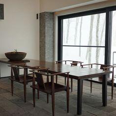 -  こんなリビング素敵・  ・  単純な私は、盆栽しようかな?と思ったけど  入院中に祖父から任された盆栽を枯らしてしまったのを思い出し、、、  向いてないな  ・  #坐忘林#zaborin#japanese#modern    photo @izumikimoto | zaborin.com