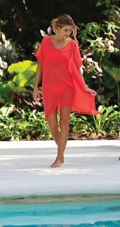 Cut from Weightless chiffon, the Coco Bay Seafolly Paparazzi is the perfect elegant beach cover up to throw over your beachwear.